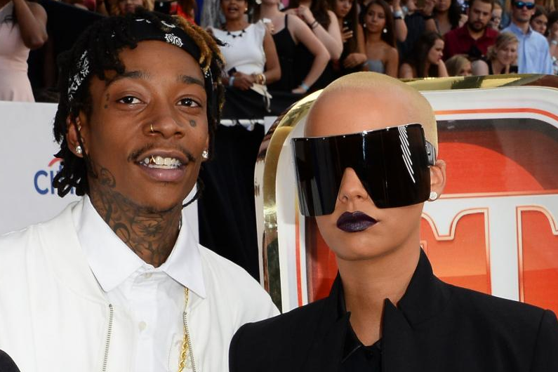 Amber-Rose-dons-giant-shades-for-the-Billboard-Music-Awards