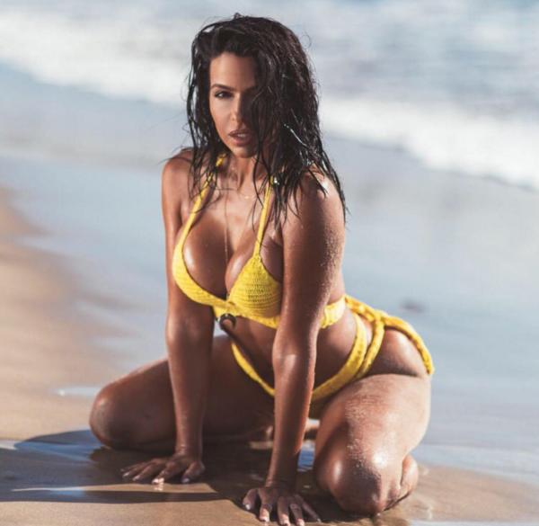 Pattygurl Vida Guerra Looks Sensational in No Bikini